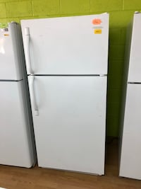 Frigidaire white top freezer refrigerator  Woodbridge, 22191