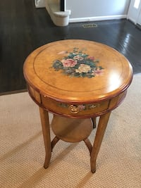 Round brown wooden side table Gaithersburg, 20878