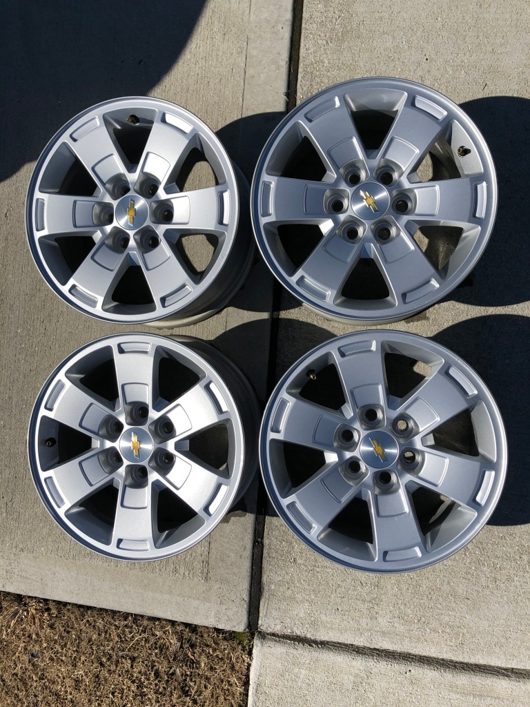 Photo Chevy GMC Rims Wheels OEM 16in