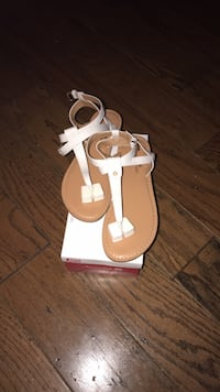 pair of white leather sandals Waldorf, 20602