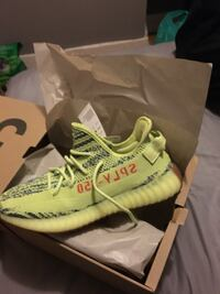 pair of white adidas Yeezy Boost 350 v2 with box Columbus, 43211