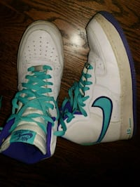pair of white-and-blue Nike sneakers Waldorf, 20603