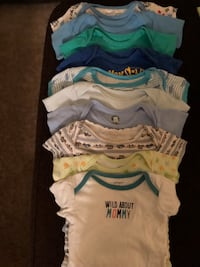 baby's assorted-color onesie lot 811 mi
