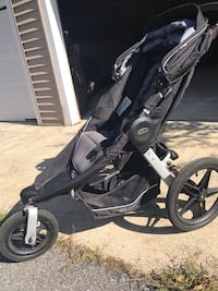 Baby's black and gray jogging stroller 30 mi