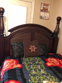 Ashley queen bed with headboard and footboard in excellent condition Oakville, L6M 3V4
