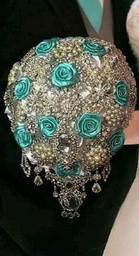 gold-colored and teal gemstone studded accessory Philadelphia, 19151