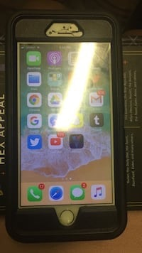 Black iphone 7 with box Central Islip, 11722