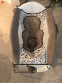 Baby's white and gray bouncer Sanford, 32771