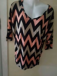 women's black, pink, and white chevron scoop-neck blouse Longueuil, J4K