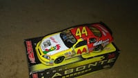 red and yellow stock car scale model Carthage, 39051