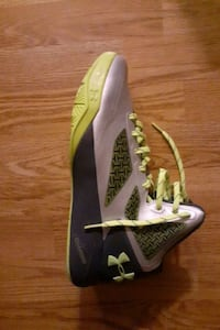 Green UNDERARMOUR Basketball shoes Mississauga, L5M 4H4
