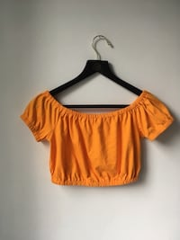XS Wilfred Adelisa t-shirt from Aritzia in vibrant or bright yellow Toronto, M4Y 0A3