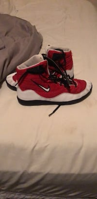 Red-and-white nike wrestling shoes Des Moines, 50317