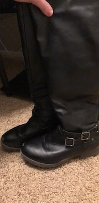 pair of black leather boots Federal Way, 98003