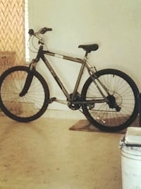 black and white hardtail mountain bike Bakersfield, 93313