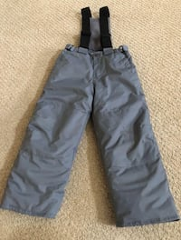 Unisex snow pants size 5T in perfect conditions!!
