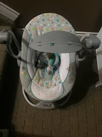 baby's gray and white bouncer 3116 km