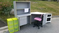 Free desk and night stand. Bradford West Gwillimbury, L3Z 2A6
