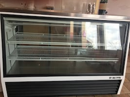 Display case, refrigerator Deli ( used for one week)