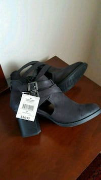 pair of gray suede wedge sandals 3134 km
