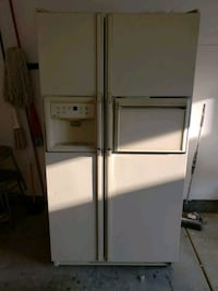 white side-by-side refrigerator with dispenser Moreno Valley, 92551