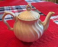 Ceramic teapot with gold accent Cherry Hill, 08034