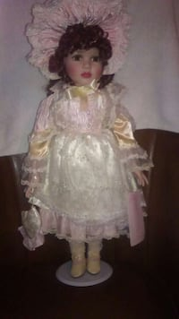 """American classic porcelain doll """" Claire"""" w stand Texas, 78617"""