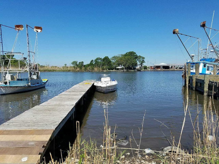 Fishing camp and boat in kenner letgo for Fishing camps for sale in louisiana