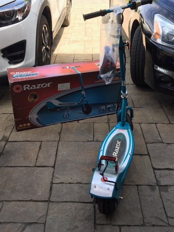 Electric scooter in excellent condition 7995c8ef-84e1-41b8-9d31-96825b943cc6