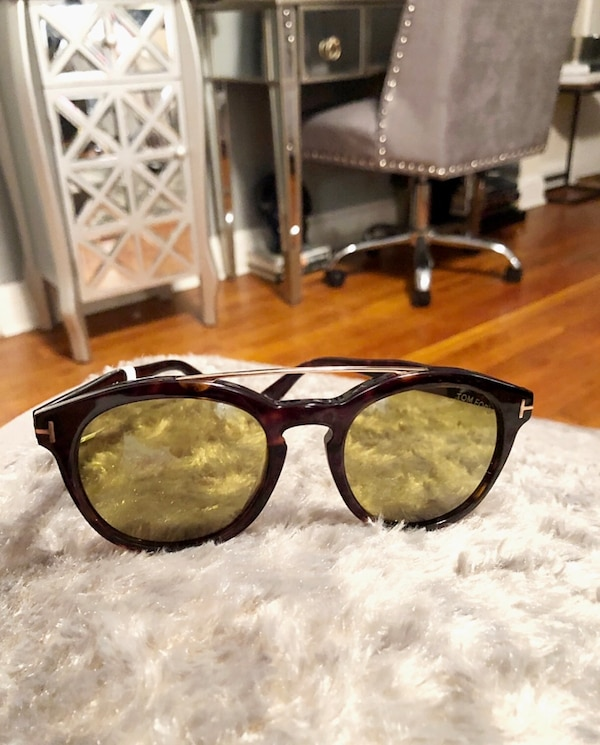 New! Tom Ford sunglasses paid $420 1000% authentic! Tom Ford Newman TF515. Brand new never worn. No box/papers. Pristine condition. No scratches or damage!