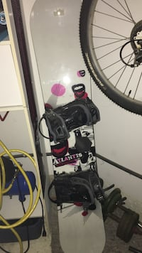 Women's snowboard with bindings  Barrie, L4M 6S1
