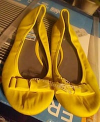 women's pair of yellow leather flats Orient, 43146