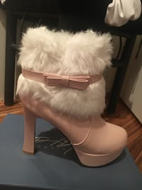 Bnib pink and white fur ankle boots size 7 cute as a button , never worn Vancouver, V6C 1A8