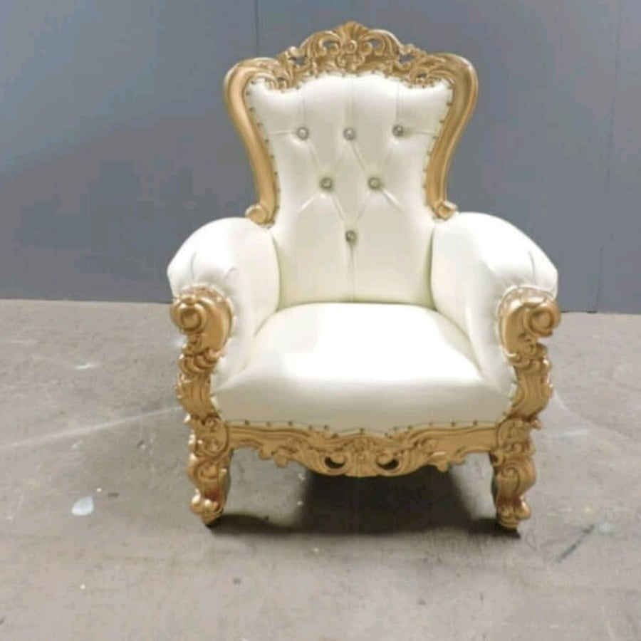 Throne chair RENTAL ONLY!!!!!!!! 26048c61-630d-46f2-84dc-a6457e1f8a00