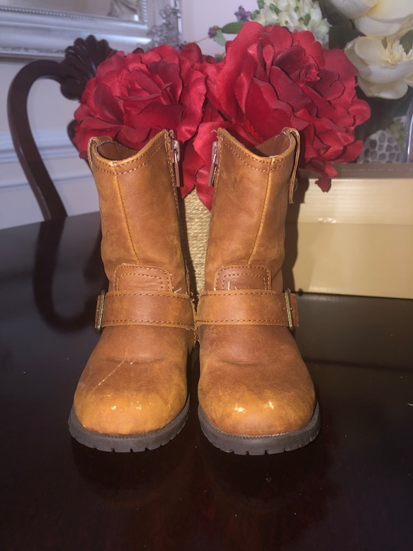 Toddlers Distressed Boots Size 6 NEW