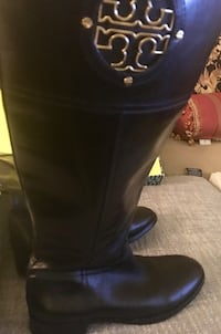 TORY BURCH RIDING BOOTS WITH DUSTER Falls Church, 22043
