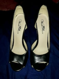 pair of black leather peep-toe heeled shoes Alexandria, 22304