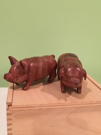 Set of wooden pig small statues Garden City, 11530