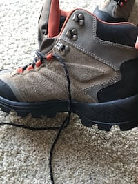 unpaired gray and black leather hiking boot Arlington, 22206