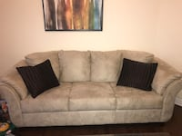 Very beautiful Beige couch! Willing to sell ASAP....great condition!!! Price negotiable  Brampton, L6P