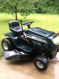 Riding lawnmower O'Fallon, 63366