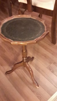 brown and black wooden pedestal table Gatineau, J8P 3K7