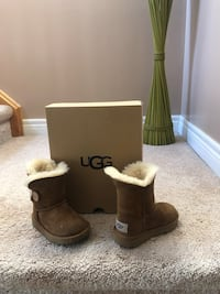 Toddler Size 7 Uggs authentic gently used Whitby, L1M 2G5