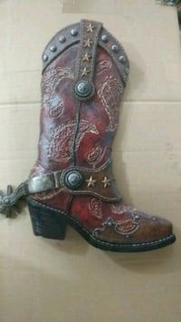 unpaired brown and black leather cowboy boot Omaha, 68135
