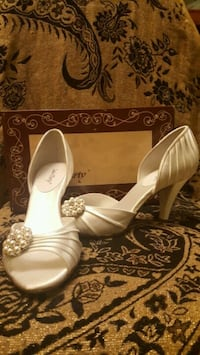 Wedding White Satin Heels Size 9.5 Toronto, M9N 1B9