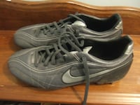 size 9.5 soccer shoes Nike, 5450 Mississauga