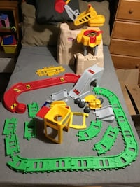 Construction set by little tykes,like new opened box used once at grandmas