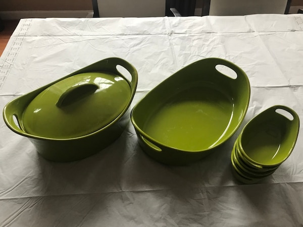 Rachael Ray 6 piece stoneware set- green- gently used. Dishwasher-, microwave-, and freezer-safe; oven-safe to 500F