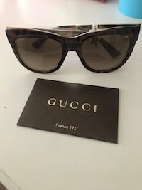 Black framed gucci sunglasses Alexandria, 22314