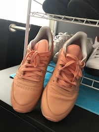 Pair of ladies Reebok classic salmon pink Brampton, L6Z 1Y6